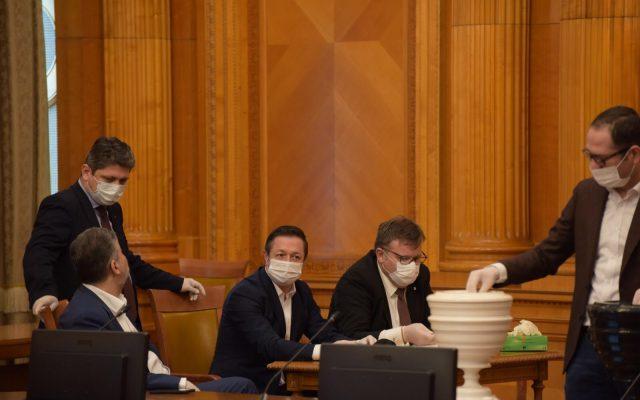 parlamentarii izolare