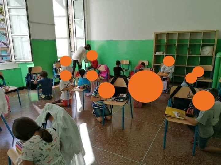 elevi in genunchi la o scoala din Genova