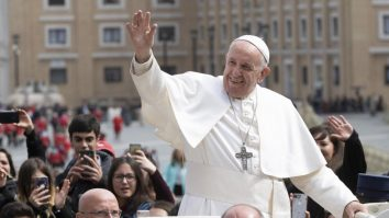 papa francisc bătrână iaşi