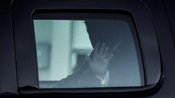 """Cel mai puternic om al planetei, internat cu COVID-19. Donald Trump este """"foarte, foarte obosit"""", spun consilierii de la Casa Albă"""
