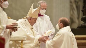preot roman papa francisc