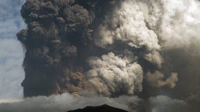 eruptie vulcan Etna Italia